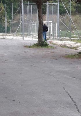 Filippo Spalletta (di spalle) oggi al campo di Collevario