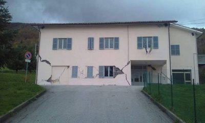 La scuola di Fiastra la msttina del 27 ottobre, era stata già danneggiata dopo le prime scosse