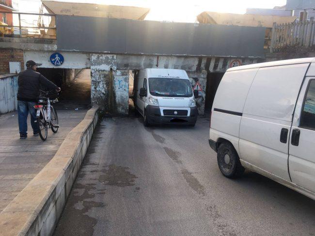 furgone_incastrato_sottopasso_civitanova-4