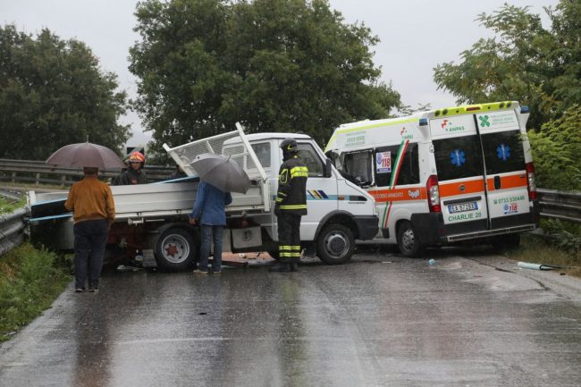 incidente-ambulanza-furgone-san-claudio-6