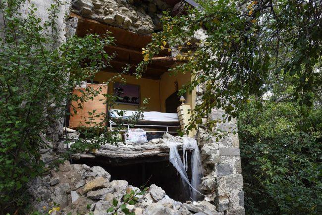 post-terremoto-cane-tito-forca-di-montegallo-5