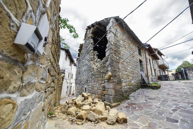 post-terremoto-cane-tito-forca-di-montegallo-8