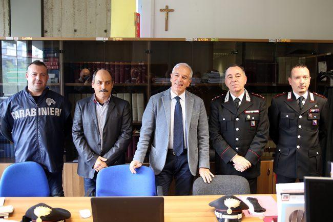 Da sinistra: il maresciallo Enrico D'Addio, il luogotenente Luciano Almiento, il procuratore Giorgio, il capitano Conforti e il maresciallo Emiliano Gatta