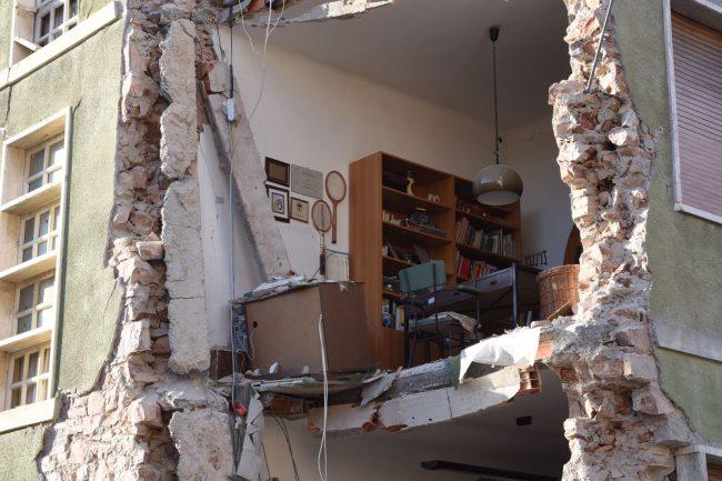 Crolli in una palazzina di San Severino