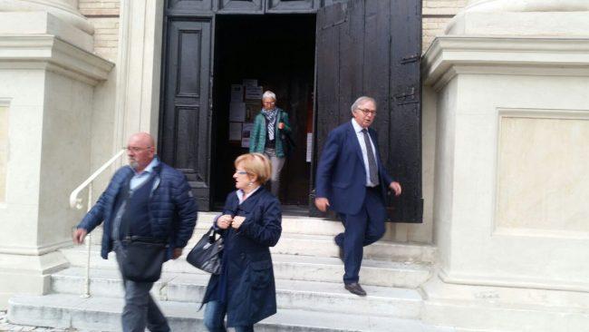 A destra: Gian Mario Spacca all'uscita della cattedrale