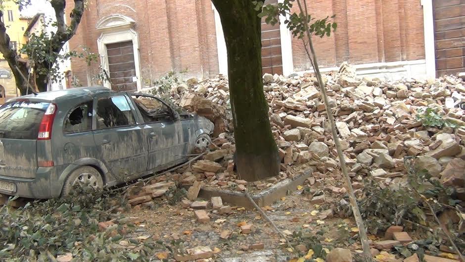Alcuni crolli avvenuti a Camerino