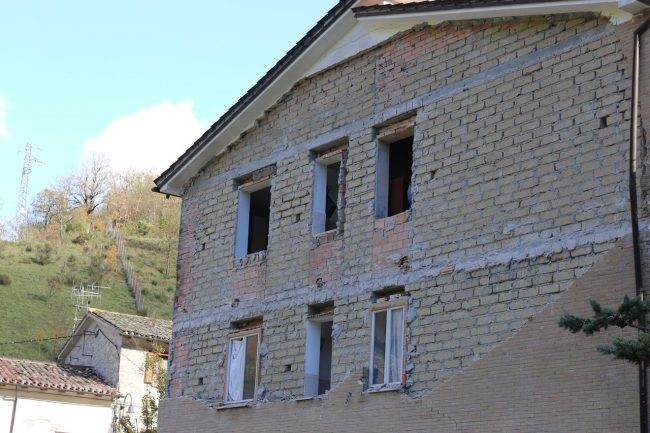terremoto-ussita-crolli-sasso_foto-lb-9