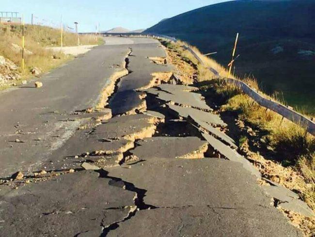 terremoto-strada-crolli-Castelluccio