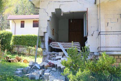 Una casa danneggiata ad Ussita