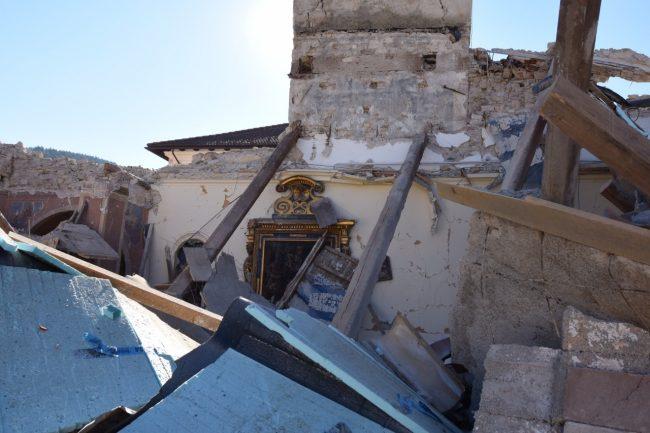 villa_santanatonio_terremoto_30_ottobre_foto_de_marco-12
