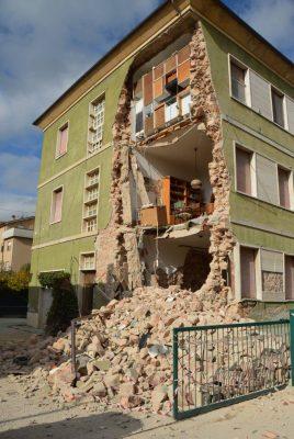 San Severino, crollo di una palazzina in viale Mazzini