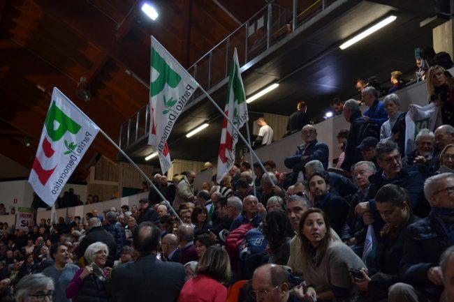 Pubblico al Palaindoor di Ancona per Renzi