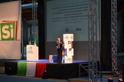 Matteo Renzi dal palco del Palaindoor di Ancona