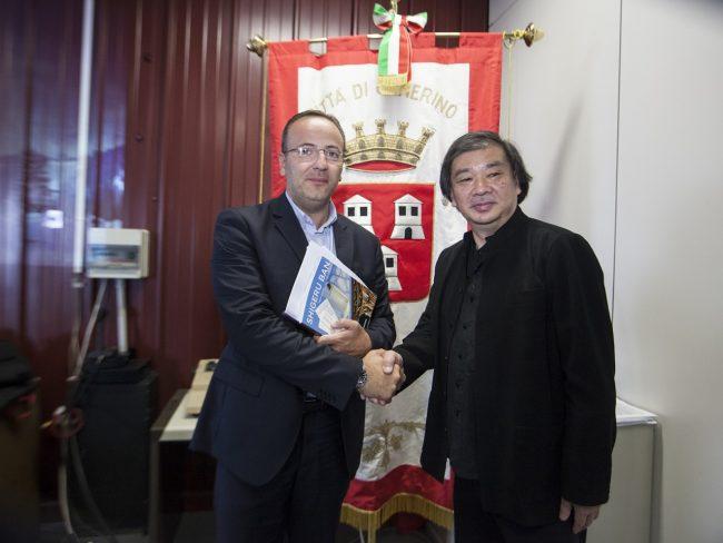 Il sindaco Pasqui con l'architetto Ban