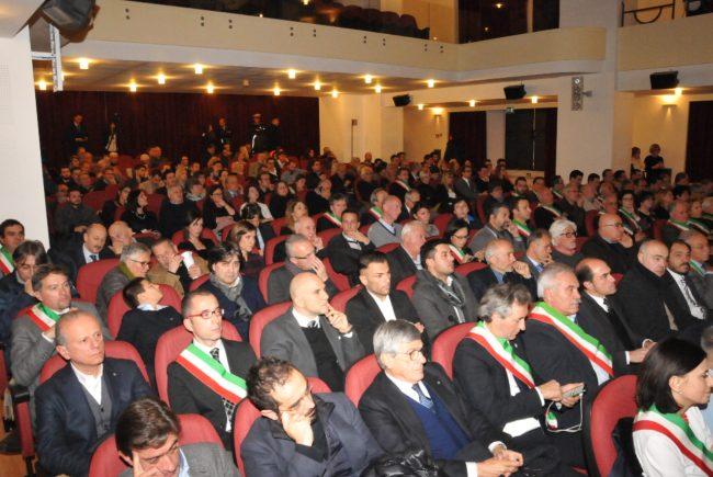 I sindaci nella platea del teatro Don Bosco di Macerata