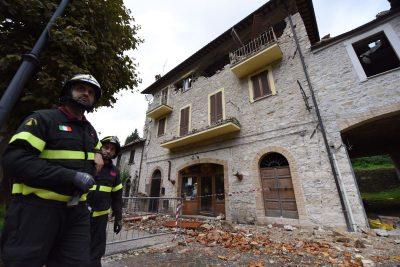 Vigili del fuoco alla struttura che ospitava la Norcineria a Castelsantangelo sul Nera