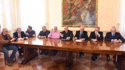 La riunione in Comune per la firma
