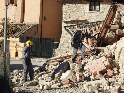 guardia-forestale-4-Sopralluogo-presso-un-allevamento-inagibile-in-Vallestretta-di-Ussita-400x300