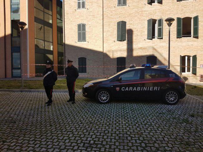 I carabinieri davanti allo studentato