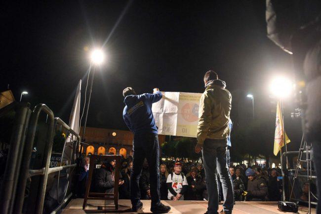 m5s-iovotono-referendum-fico-piazza-civitanova-fdm-1
