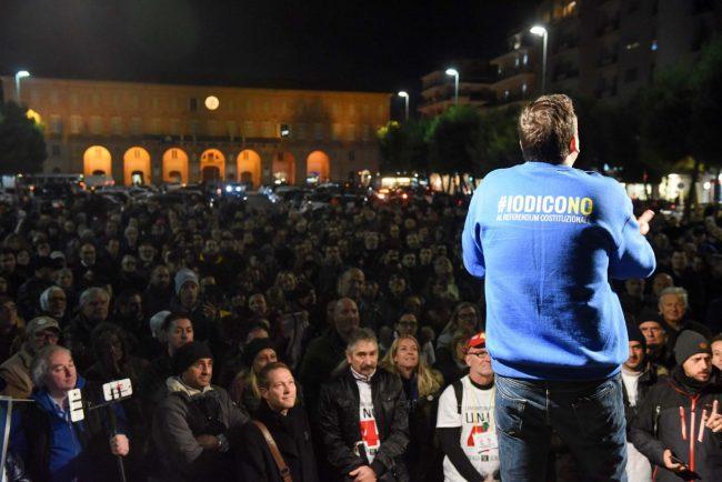 m5s-iovotono-referendum-fico-piazza-civitanova-fdm-10