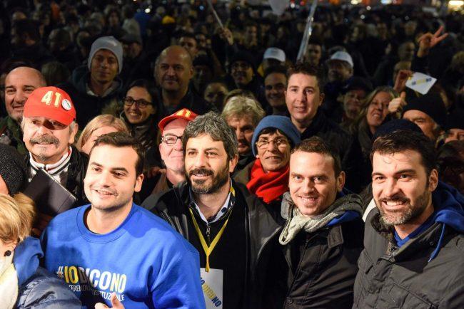 m5s-iovotono-referendum-fico-piazza-civitanova-fdm-3