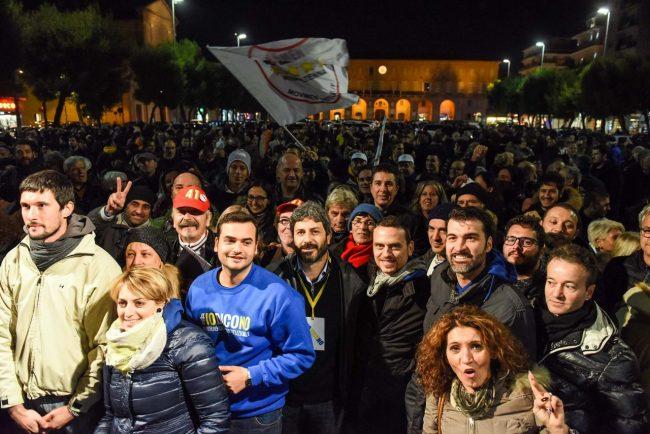 m5s-iovotono-referendum-fico-piazza-civitanova-fdm-4