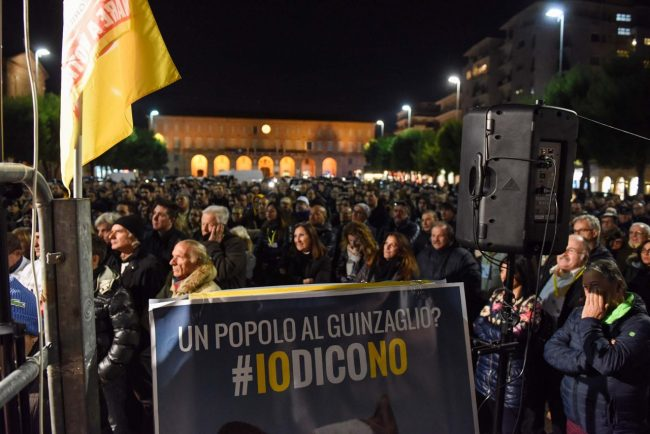 m5s-iovotono-referendum-fico-piazza-civitanova-fdm-9