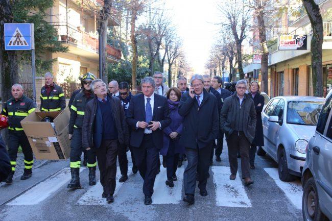 ministro_gentiloni_tolentino_terremoto_foto_benfatto-2
