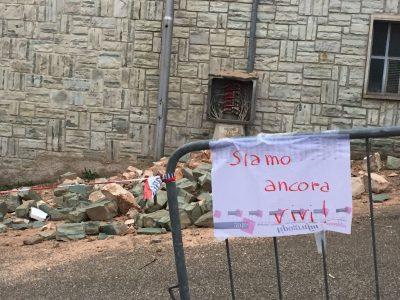 """San Severino, zona rossa: """"Siamo ancora vivi"""""""
