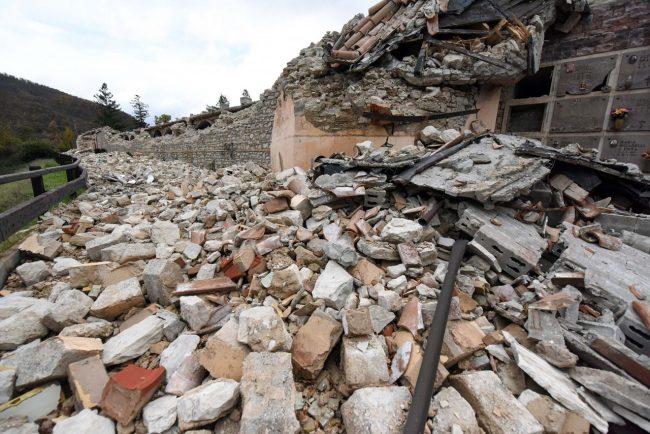 terremoto-sandro-tommasi-polizia-ussita-1-650x434