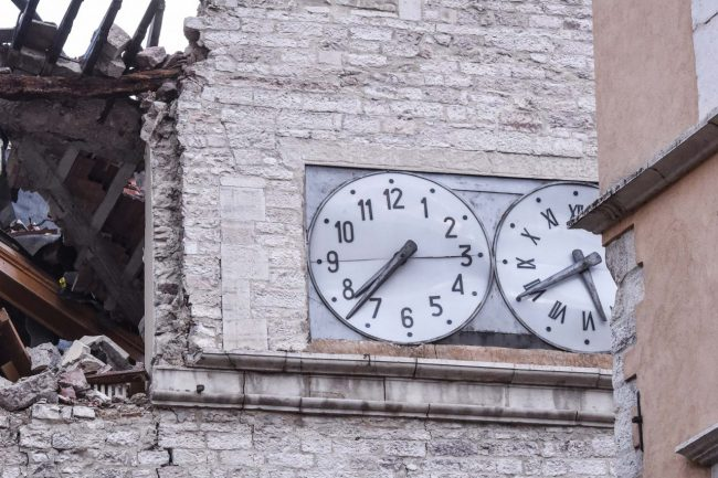 terremoto-zona-rossa-piazza-orologio-h7_37-visso-fdm-6