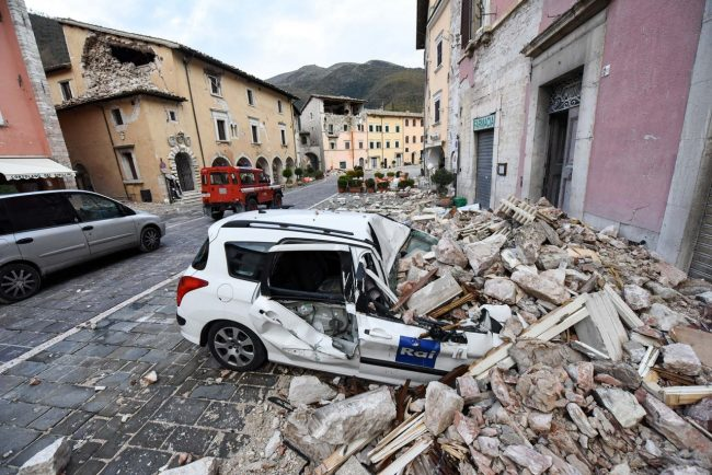 terremoto-zona-rossa-piazza-visso-FDM-13-650x434