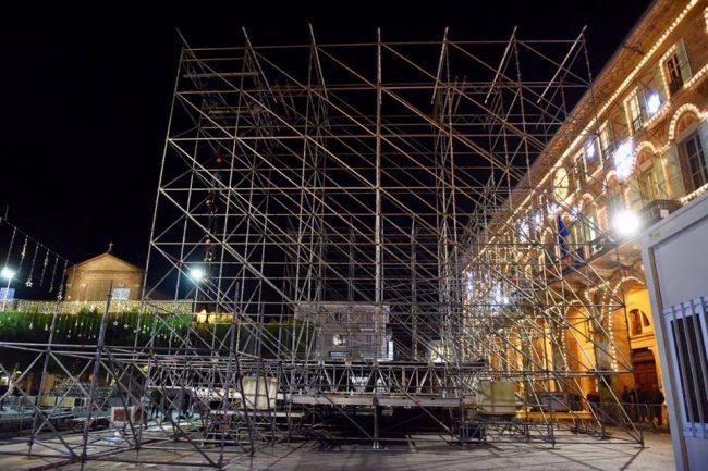 Gigi-DAlessio-palco-Civitanova2-650x433
