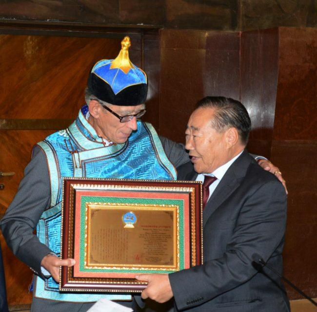 mario-pianesi-nominato-membro-onorario-dellaccademia-delle-scienze-dal-prof-baataryn-chadraa