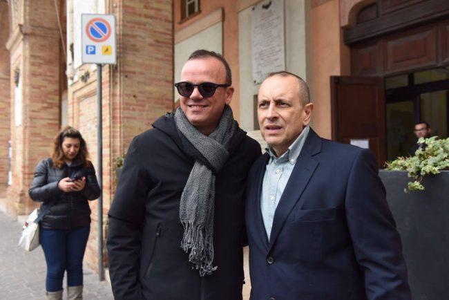 Gigi D'Alessio e il sindaco Tommaso Corvatta