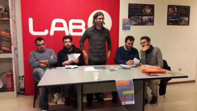 Al centro in Daniele Benedetti, presidente del Labs Da sinistra Michele Verolo e Andrea Tonnarelli per il no e Francesco Interlenghi e Roberto Tesei per il sì