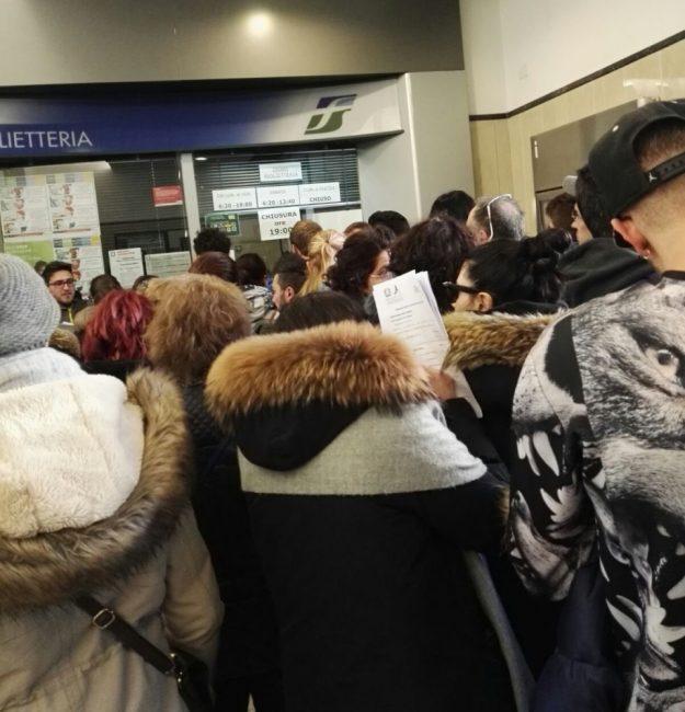 stazione_macerata_code_biglietteria-2-e1483029373978-625x650