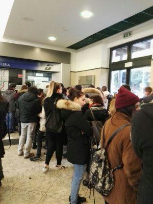 stazione_macerata_code_biglietteria-3-300x400