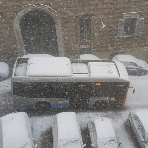 bus-neve-macerata-gennaio-2017-foto-di-gennaro-carotenuto