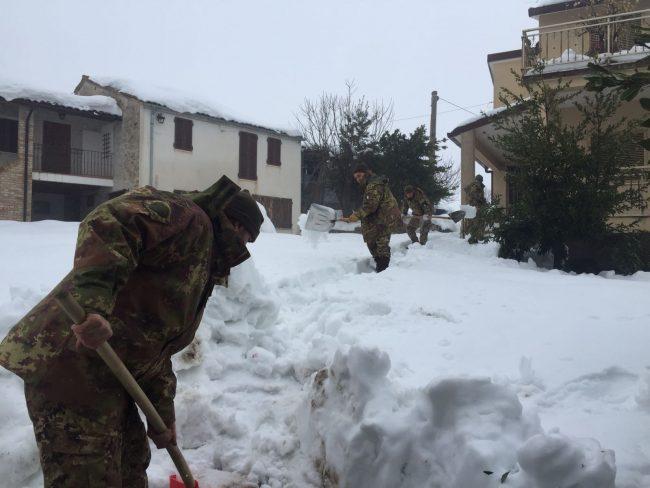esercito-neve-4-650x488