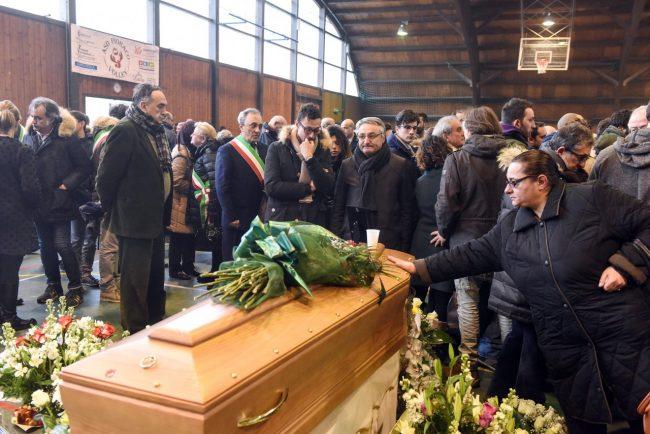 funerale-emanuele-pioraco-4-650x434