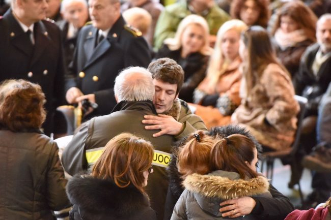 funerale-rigopiano-3-650x433