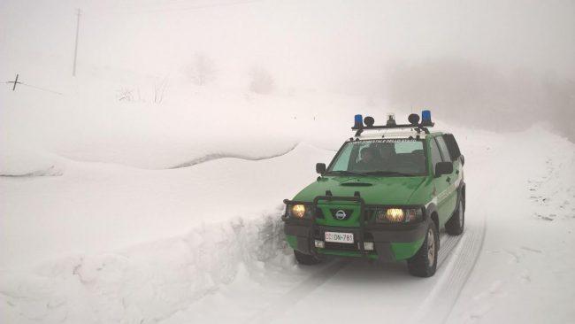 neve-Carabinieri-Forestali-di-Fiastra-Matelica-e-Ussita-soccorso-matelica