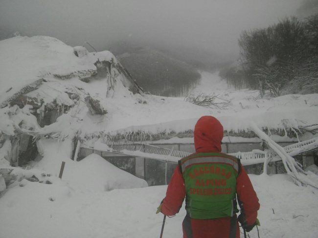 soccorso-alpino-hotel-rigopiano-1-650x488