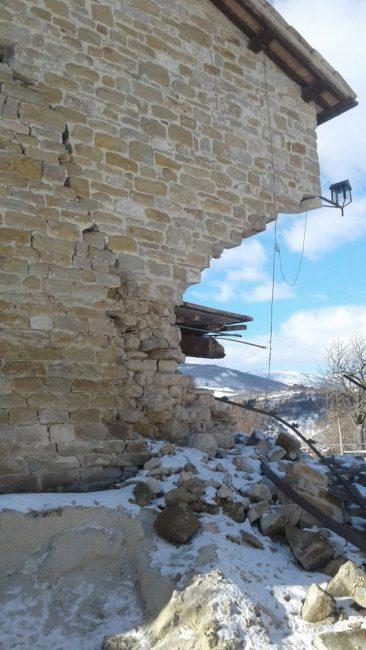 stalla-liberti-terremoto-neve-pievebovigliana