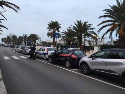 abusivi-auto-carabinieri-municipale-lungomare-sud-civitanova