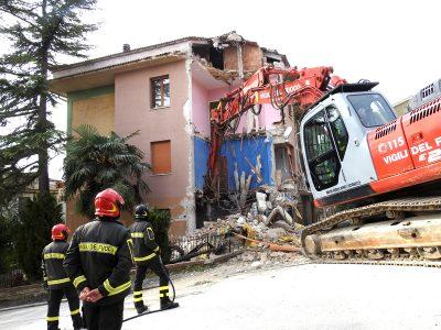 edificio-via-piave-tolentino-demolizione-4-400x300