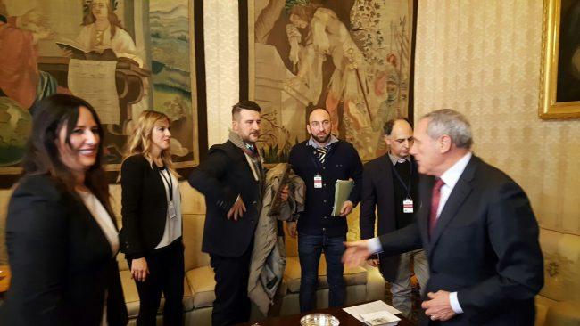 incontro-delegazione-manifestazione-terremotati-a-roma-con-il-presidente-del-senato-Grasso-4-650x366