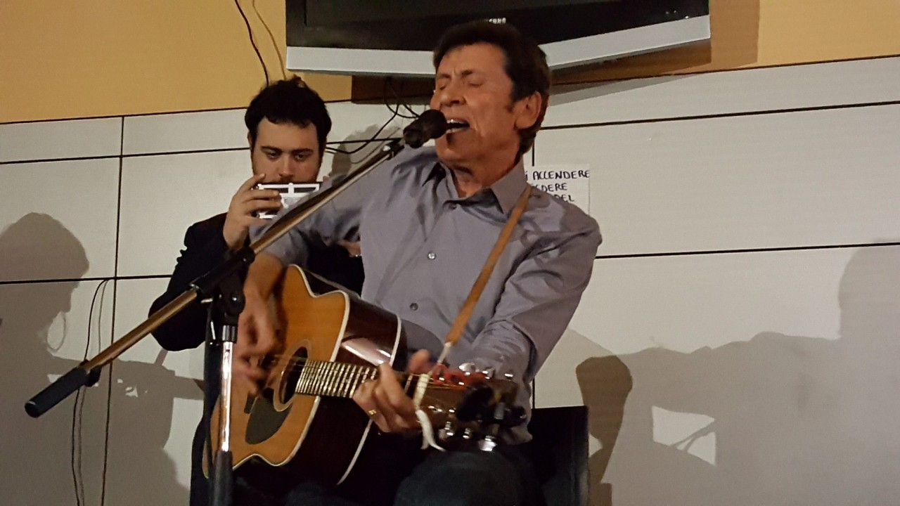 Gianni Morandi canta per i terremotati di Camerino
